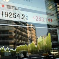 Nikkei closes at 15-year high, but many analysts remain skeptical