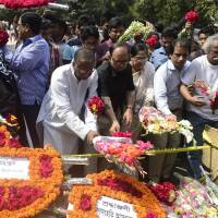 Bangladesh pays tribute to American blogger killed in machete attack