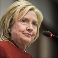 Clinton previews economic themes of possible 2016 campaign