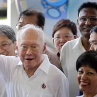 Lee Kuan Yew, founder of modern Singapore, dies at 91