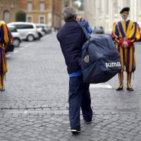 Pope Francis meets homeless on private visit to Sistine Chapel