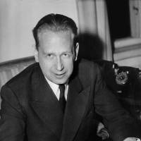 U.N. chief Ban picks panel to probe Hammarskjold's death in 1961