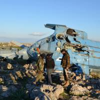 Crashed Syrian army helicopter crew captured by rebels; one executed