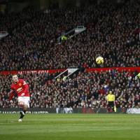 Rooney nets pair as Man United gets controversial victory