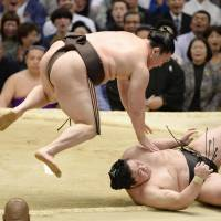 Hakuho edges closer to 34th Emperor's Cup