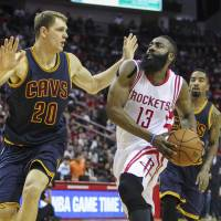 Harden outduels James as Rockets get by Cavaliers in OT