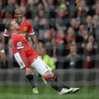 Rooney knocks out Spurs; Chelsea held by Southampton