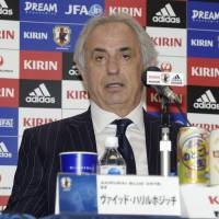 Halilhodzic passes over Endo for national team