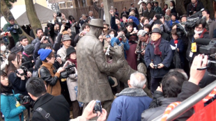 [VIDEO] Unveiling of statue depicting Hachi and his owner