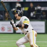 Buoyed by home runs, Hawks hammer Buffaloes