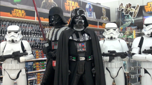 "[VIDEO] Launch of Destination Star Wars at Toys ""R"" Us"