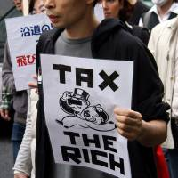 Under 'Abenomics,' rich thrive but middle class on precipice