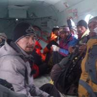 Route to base camp blocked, scores stranded on Everest above 20,000 feet