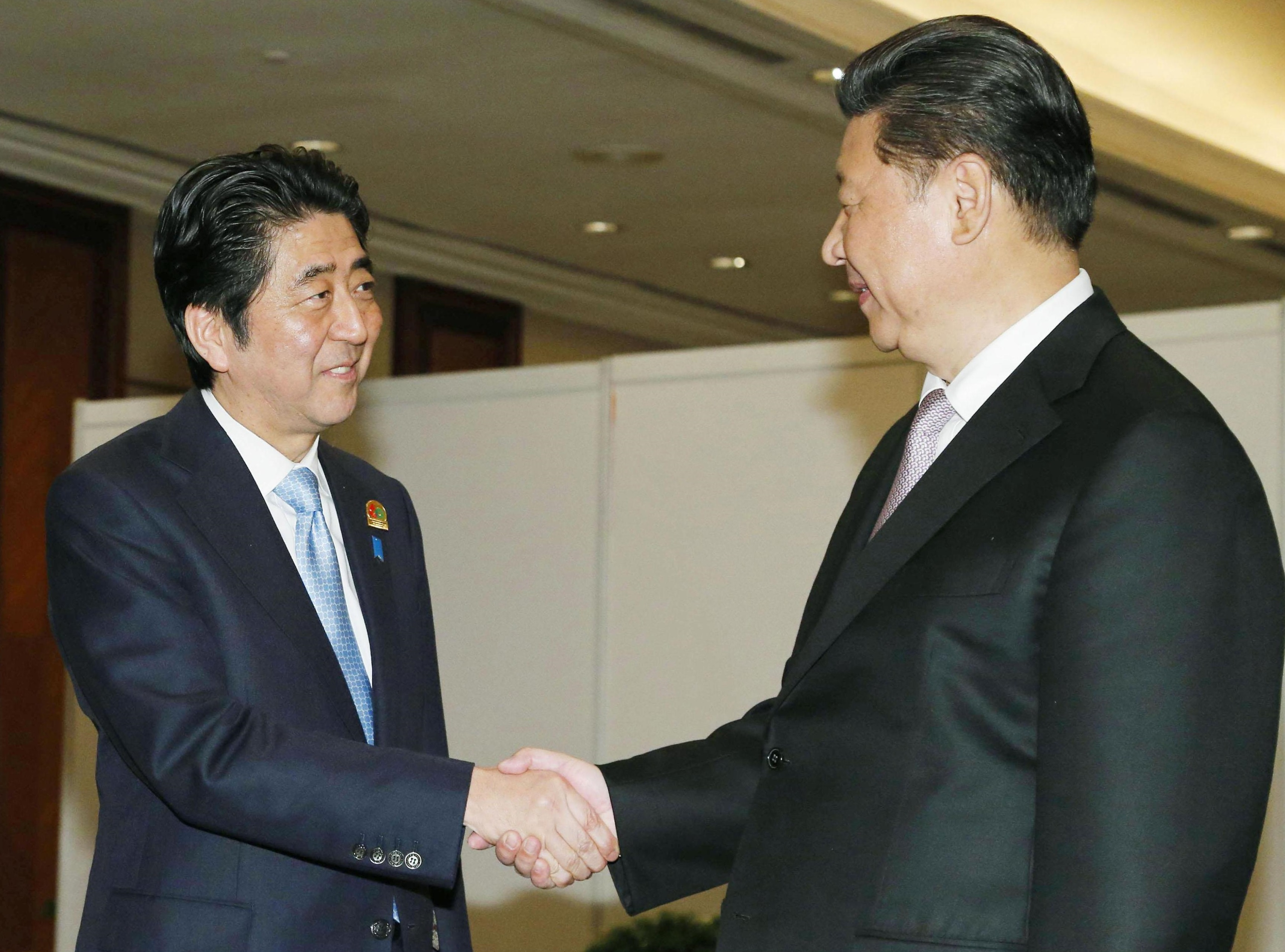 Xi and Abe meet amid tentative thaw in ties