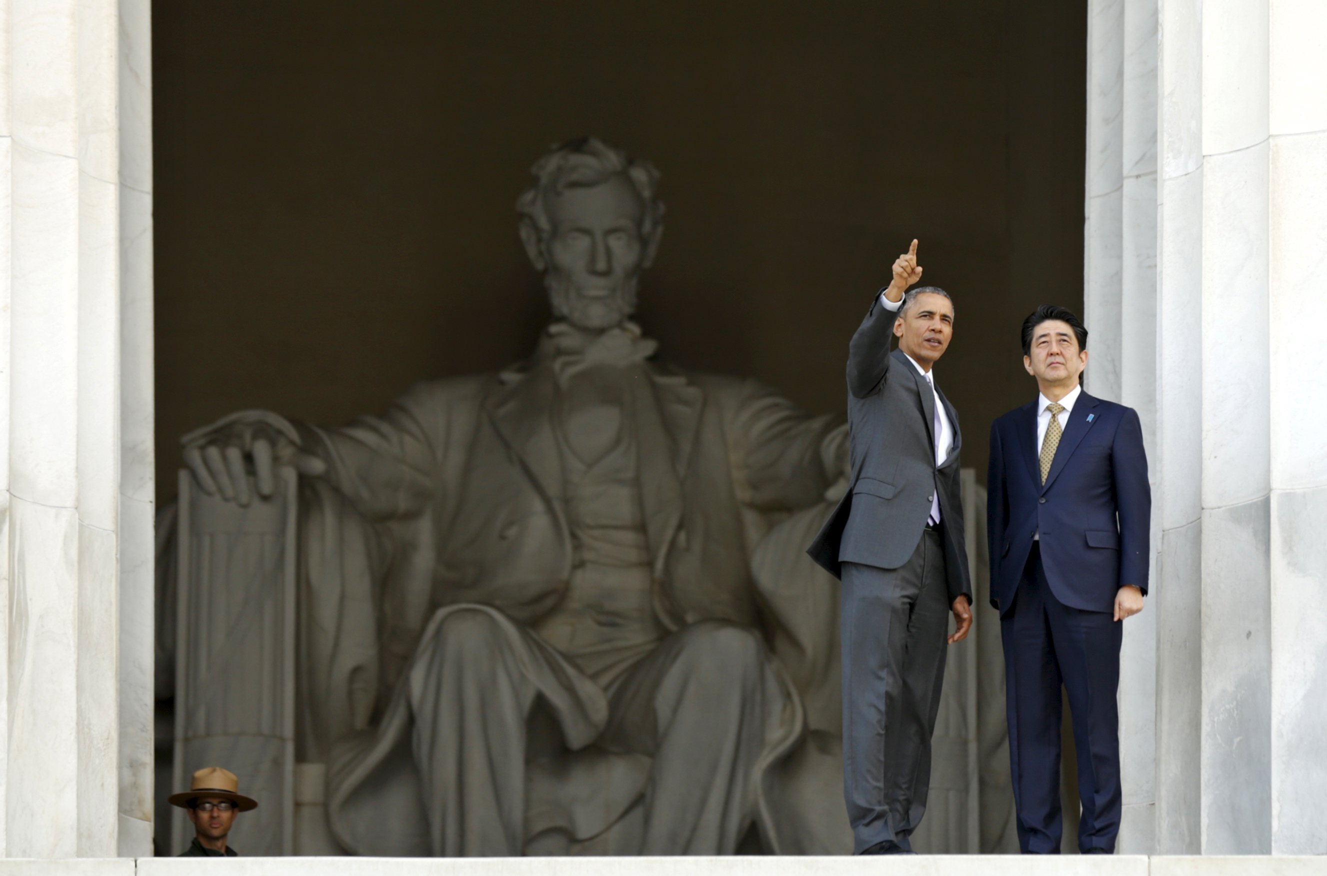 To Tourists Surprise Obama Takes Abe On An Impromptu