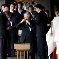 106 Diet members visit Yasukuni Shrine, prompting criticism from South Korea