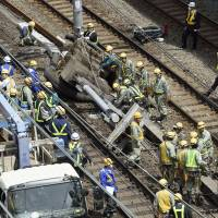 Yamanote, Keihin-Tohoku line services resume after pole collapse halts busy section of rail