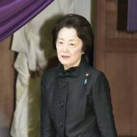 Three Cabinet ministers visit Yasukuni Shrine after Abe meets Xi
