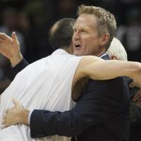 Kerr employing Jackson's philosophy with Warriors