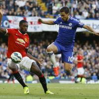 Chelsea closes in on league crown
