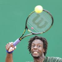 Monfils takes out Federer