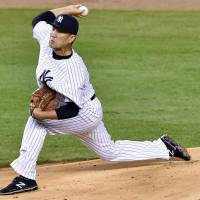 Tanaka earns first victory as A-Rod, Yankees pound BoSox