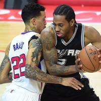 Spurs edge Clippers in Game 5 after pivotal late call