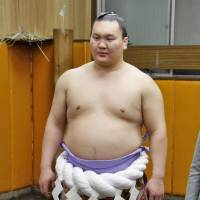 Hakuho remains atop east wing of rankings