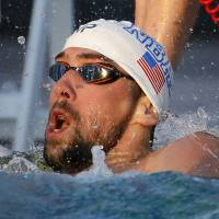 Phelps stages huge rally to win 100-meter freestyle in Arizona