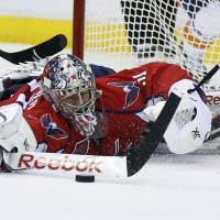 Capitals rally past Isles to even series