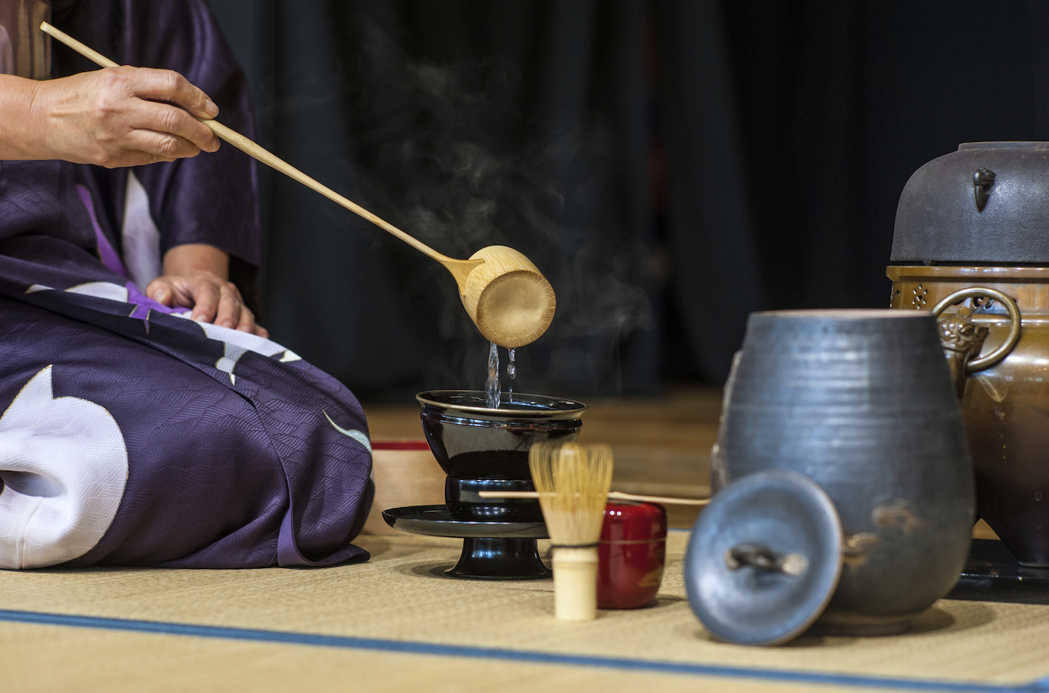 an analysis of the tea ceremony in japan and the history of chado A visit to one of one of uji's finest tea makers (nakamura tokichi), a tea grinding workshop, and a traditional japanese tea ceremony.