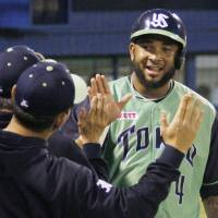Swallows' Balentien makes season debut, leaves with possible injury after fifth inning