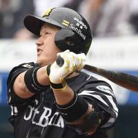 Hawks' Lee strokes go-ahead double in victory over Marines