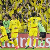 Taketomi double helps Kashiwa reach last 16 of ACL