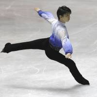 Hanyu triumphs in men's short program at World Team Trophy