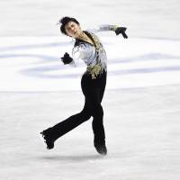 Hanyu helps Japan close gap on U.S. at World Team Trophy