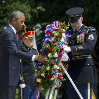 Obama pays tribute at Arlington as U.S. marks first Memorial Day without ground war in 14 years