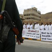 Renewable five-day cease-fire in Yemen urged by U.S., Saudis to let in aid as Houthis press offensive