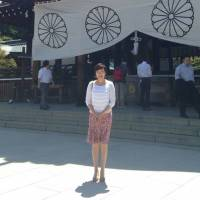 Akie Abe pays visit to war-linked Yasukuni Shrine