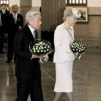 Imperial Couple pay respects to WWII air raid victims