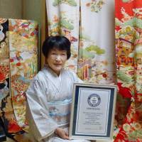 Guinness recognizes Gifu woman's kimono collection as world's largest