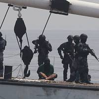 Philippine, Japanese coast guards hold anti-piracy drills