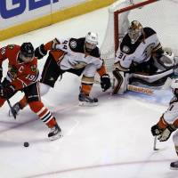 Ducks edge Blackhawks