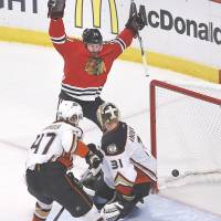 Keith stars as Chicago forces Game 7