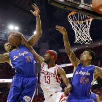 Rockets oust Clippers