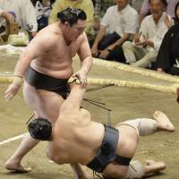 Yokozuna rivals stay in hunt for tourney title