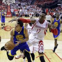 Warriors fire on all cylinders in Game 3