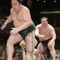 Yokozuna rivals tied for top spot