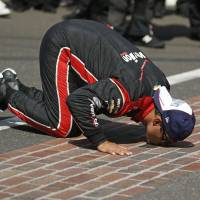 Montoya beats Power for second Indy 500 win