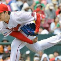 Nomura pitches Carp to sweep against Giants